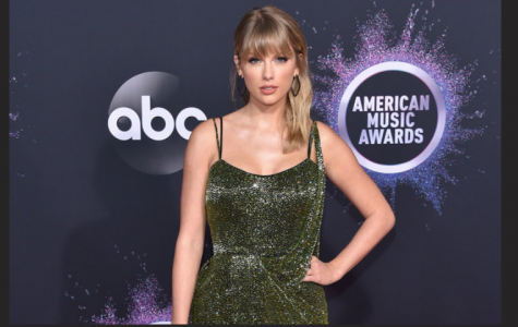 Taylor Swift wins BIG at American Music Awards